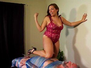 Exotische Herrin Annie Cruz Schädel fickt Sklavin mit ihrer leckeren behaarten Fotze