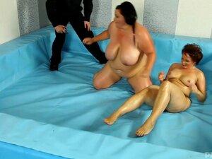 Riko Miyase bekommt ihre nasse Muschi geleckt, gefickt und mit Sperma beladen