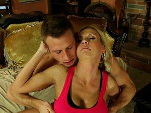Üppige Hausfrau Brooke Beretta macht Liebe mit jungem Hengst