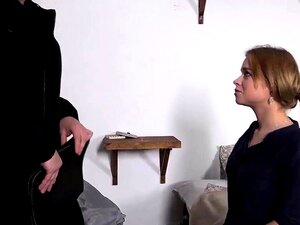 Angel Smalls begleicht die Schulden ihres Freundes mit ihrer Teenie-Fotze